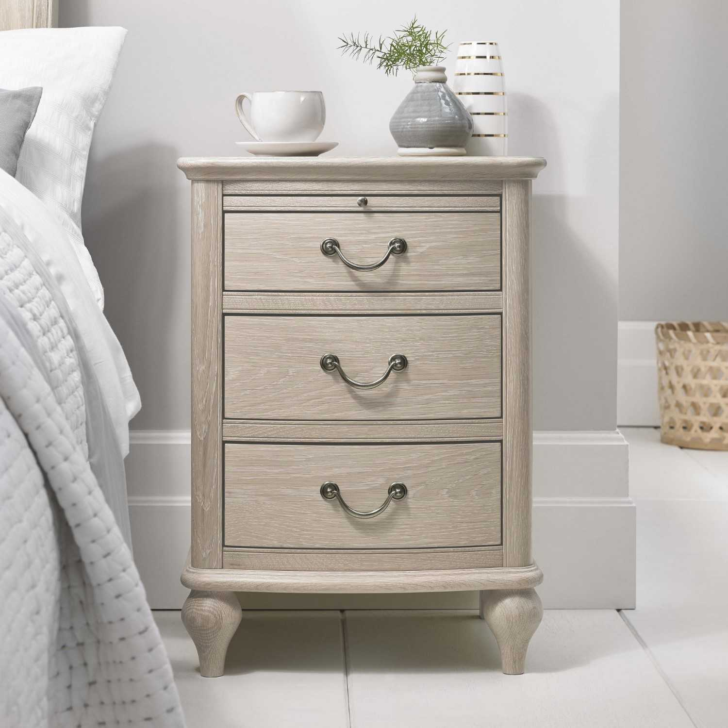Bordeaux Chalk Oak Wood Lacquered Finish 3 Drawer Bedroom Nightstand 66 X 47cm